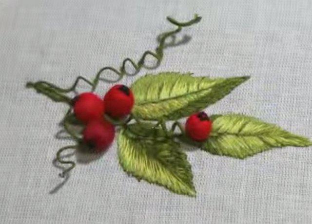 объемная вышивка ягода
