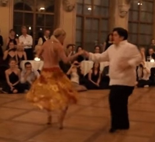 толстяк танцует