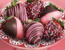 клубника в шоколаде розовом