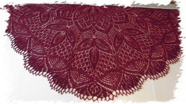 Схема красивой шали спицами