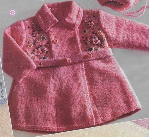 розовое вязаное пальто спицами для девочки описание и схема