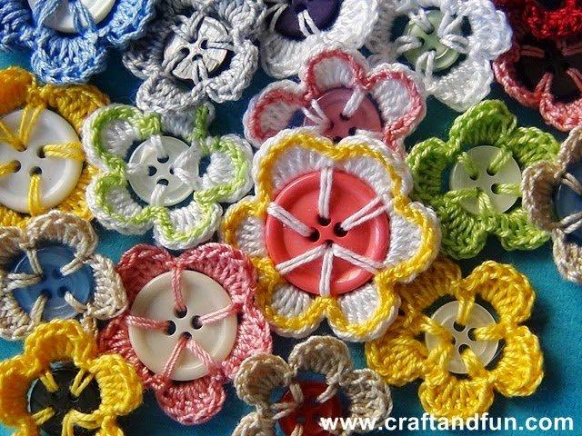цветы крючком на пуговице мастер класс Razpetelkaru
