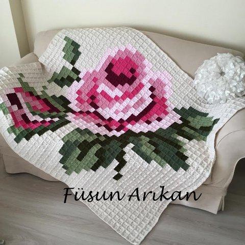 Вязаные пледы с розами в стиле вышивки крестом